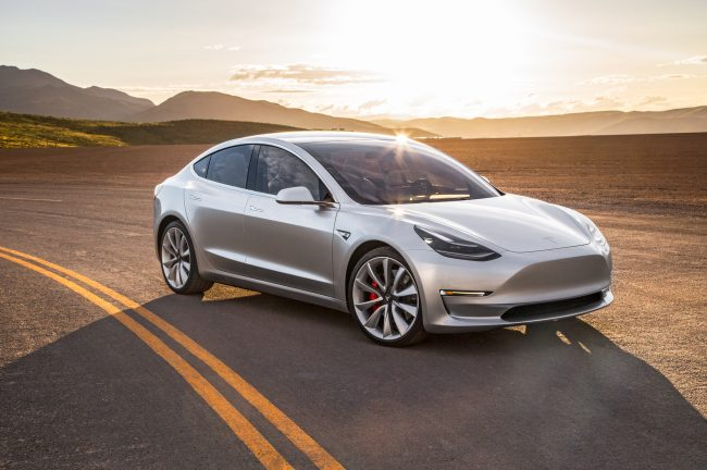 2017-Tesla-Model-3-front-three-quarter-03-e1479989869580 La Model 3 de Tesla repoussée d'un an ?