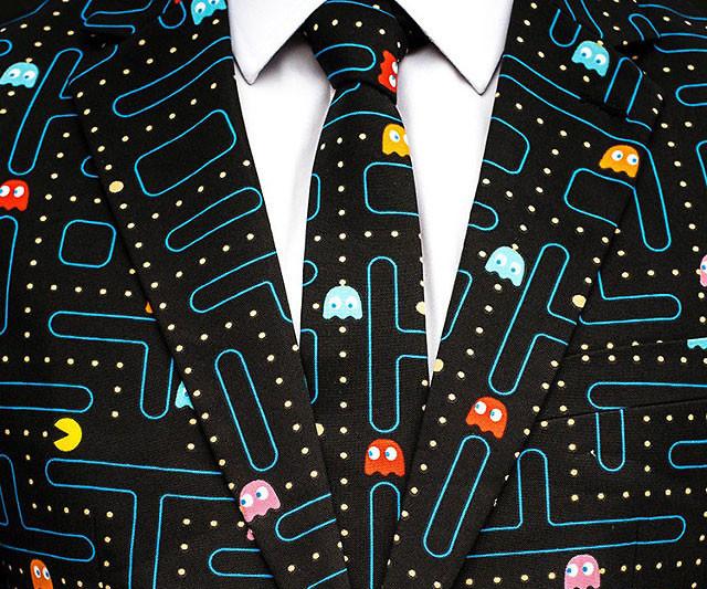 Pac-man-suit-geek-clothes-1 Le recrutement en eSport, une pratique émergente aux Etats-Unis