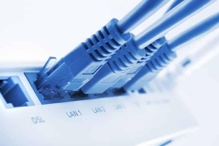 GettyImages-157617762-58e7db9f3df78c5162792501 Comment connecter deux routeurs à votre réseau domestique